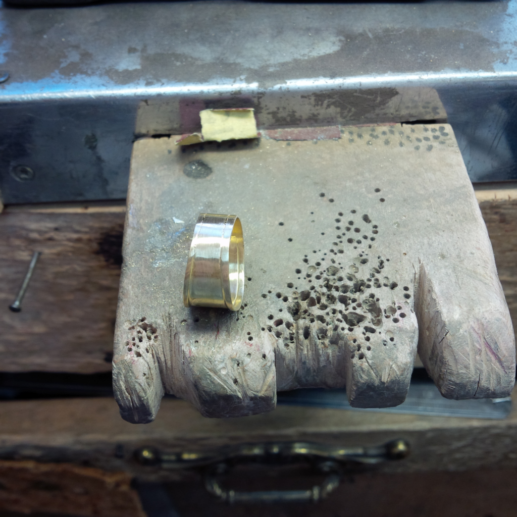 Restauration Transformation Chevalière Or Jaune Rubis Les Bijoux de Mel artisan Bijoutier Joaillier sur mesure atelier bidart